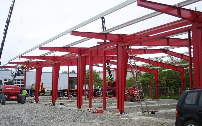 Hallenmontage Stahlhallenkonstruktion Ausstellungshalle