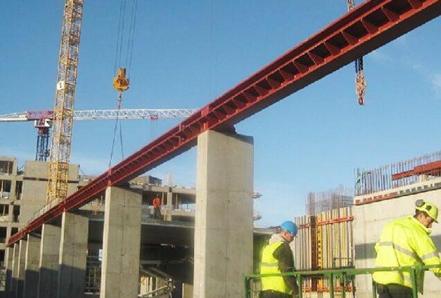 Hallenmontage Stahlhallenkonstruktion Deckenunterzug