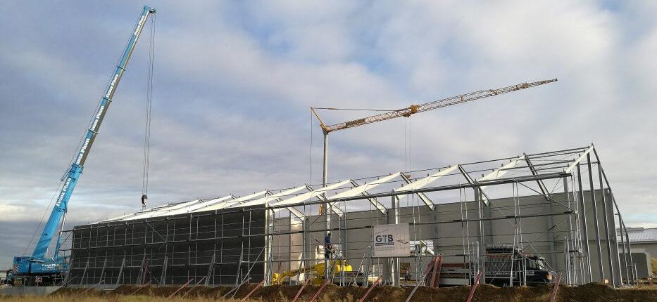 Hallenmontage Stahlhallenkonstruktion feuerverzinkt Satteldach
