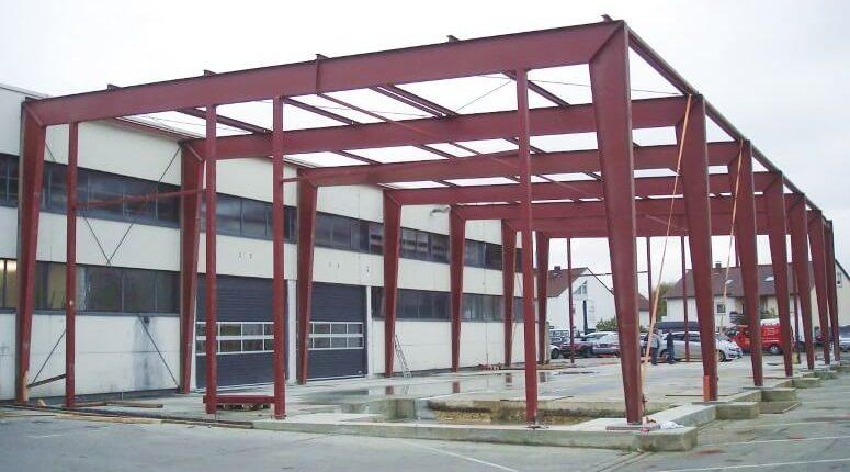 Hallenmontage Stahlhallenkonstruktion Flachdach