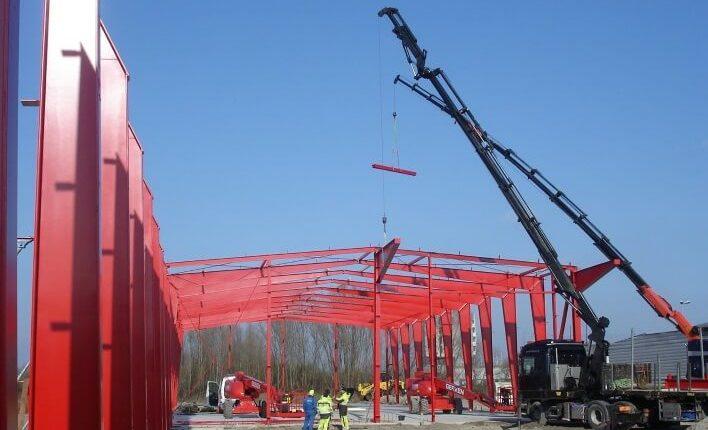 Hallenmontage Stahlhallenkonstruktion Produktionshalle
