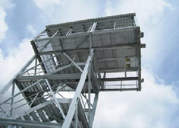 Hallenmontage Stahlsonderkonstruktion Sprungturm
